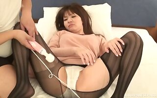 Taking Japanese unfocused gets fingered added to fucked on the bed