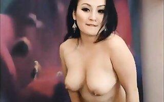 Asian Girl Flow in Ducks Dance