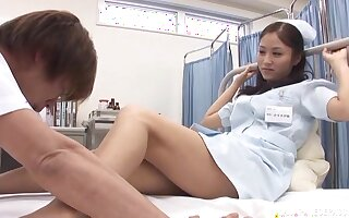 Boring fucking on the hospital bed ends with a facial for a cutie