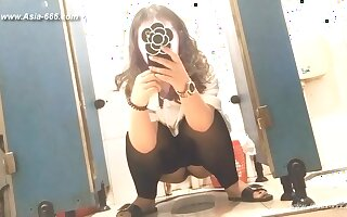chinese girls go to toilet.68